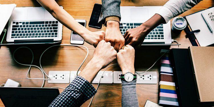 Pourquoi confier vos réseaux sociaux à un community manager externalisé ?